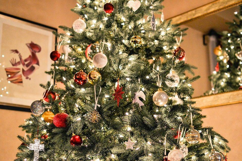 christmas quotes, christmas sayings, holiday quotes, holiday sayings, christmas spirit quotes, inspirational christmas quotes, best christmas quotes, merry christmas quotes